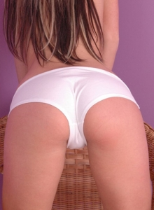 Kates Showing Off Her Landing Strip - Picture 5