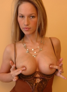 Kate Teases With Her Hard Nipples - Picture 5